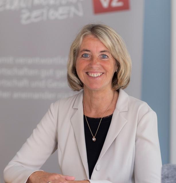 Dr. Iris Straßer